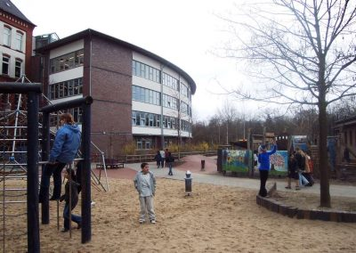 Schule von hinten04