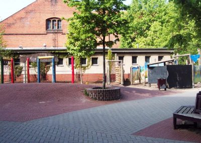Schulhof Labyrinth