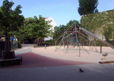 Schulhof Spinne